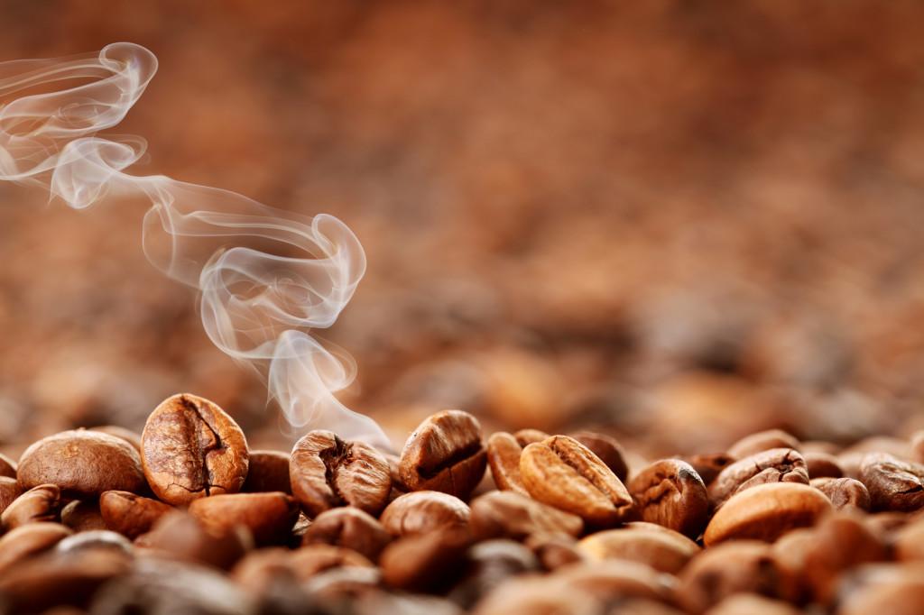 Kaffeemaschine und Wasserkocher in einem